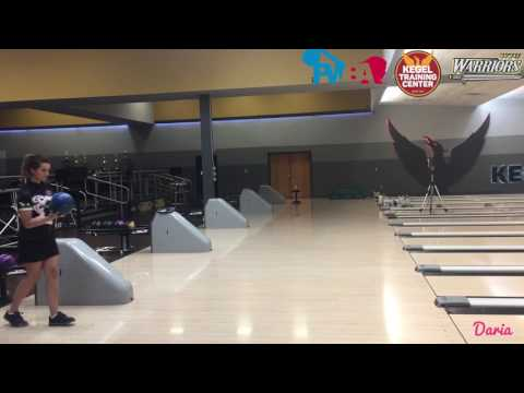Daria Pajak and Verity Crawley, bowling styles compared in slow motion